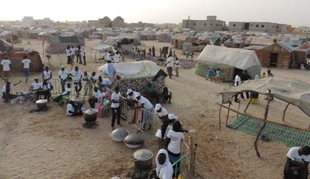Distribution repas de la Marmite du partage/credit Awa Seydou